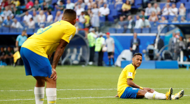 Neymar e Gabriel Jesus foram os que mais erraram passes pelo Brasil