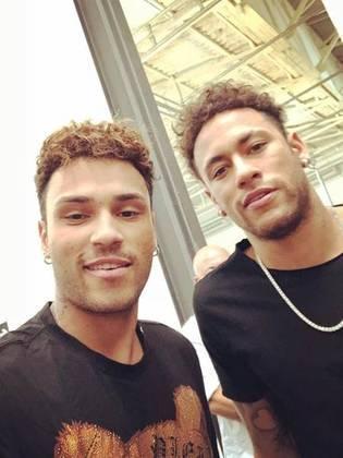 Gabriel Lucas fez sucesso e teve seu auge como sósia do Neymar em 2018, chegando a gravar mais de 12 anúncios como dublê do ataque do PSG.