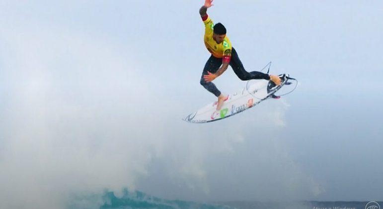 Gabriel Medina acerta manobra incrível, vence Filipinho e é tricampeão mundial de surfe