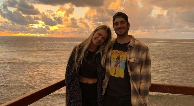 Gabriel Medina se declara para esposa nas redes
