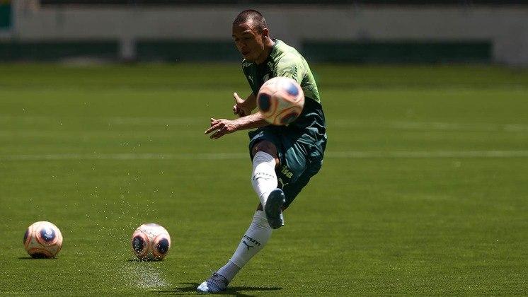 Gabriel Menino, destaque do Palmeiras e convocado para a Seleção Brasileira para as Eliminatórias da Copa, também trabalhou com o treinador na base da Seleção.