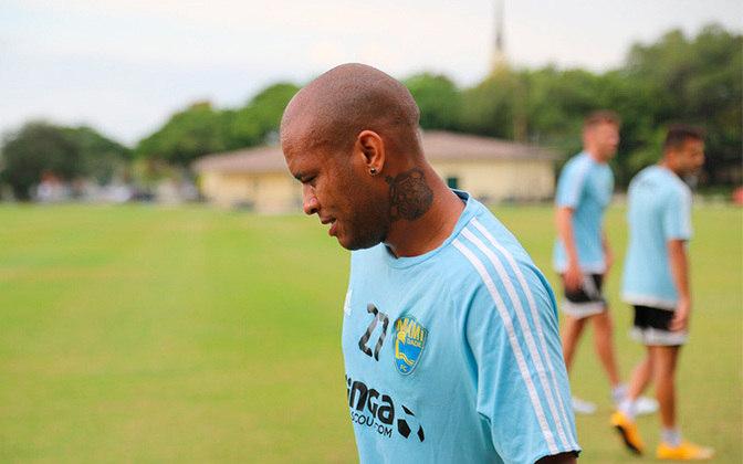 Gabriel - O ex-lateral-direito com passagens por grandes clubes como Internacional, Málaga e Fluminense é filho de Wladimir, ídolo do Corinthians