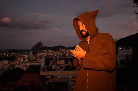 Gabriel O Pensador prepara live especial