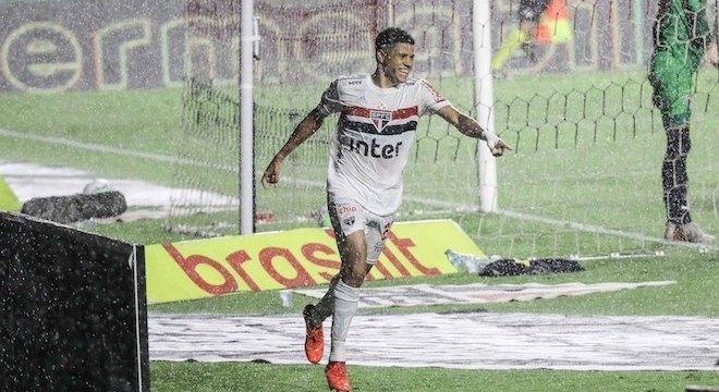 Gabriel Sara comemora gol no Morumbi, e São Paulo colhe os frutos