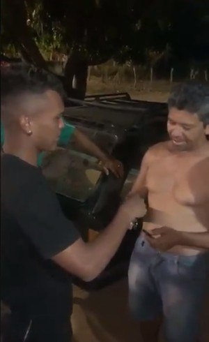 Veron entrega chave de carro a padrinho