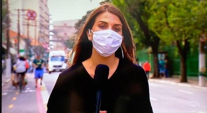 Repórter da Globo. Em frente ao estádio do Palmeiras. Sem identificação para evitar confusão