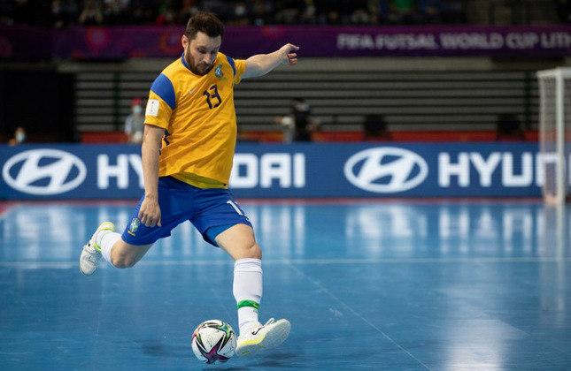 Gadeia (Ala) - Titular e estreante no Mundial, ele tem 33 anos, foi escolhido pela Futsal Awards (premiação anual do Futsal mundial) como segundo melhor jogador do mundo em 2019, além de craque da Liga Espanhola de Futsal no mesmo ano. Atualmente joga no ElPozo Murcia (ESP).