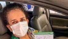 Aos 75 anos, Gal Costa recebe a vacina contra a covid: 'Viva o SUS'