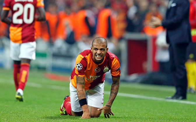 Galatasaray - O clube turco passa por uma grande crise financeira e não tem conseguido arcar com suas obrigações. Veja, por exemplo, a saída do lateral direito Mariano, que deixou o clube. Salários atrasados são os sinais mais evidentes da crise, bem como a debandada em massa de jogadores.