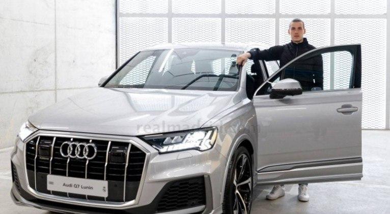 GALERIA: Elenco do Real Madrid recebe carros de luxo de presente