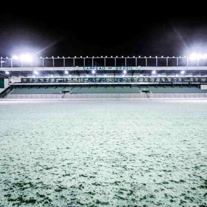 GALERIA: Estádio Alfredo Jaconi coberto pela neve