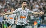 Contratado com status de craque, o argentino Mauro Boselli, de 35 anos, prometia ser no Corinthians o artilheiro que foi ao longo de toda a carreira. Por falta de oportunidades, ou por não aproveitá-las quando apareciam, o atacante não rendeu o esperado e jogou apenas oito jogos desse Brasileirão, sem marcar nenhum gol. O jogador até foi vendido no meio da competição, em janeiro, para o Cerro Porteño