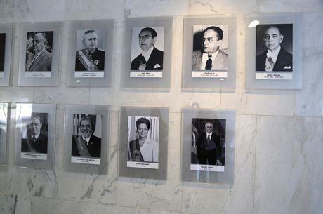 Foto do ex-presidente foi trocada no Palácio do Planalto