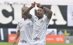 Mas as polêmicas não aconteceram somente nessa reta final de campeonato. Ainda no início da competição, o Santos perdeu para o Flamengo na Vila, mas marcou dois gols no primeiro tempo, os dois, porém, foram anulados. Em ambas as jogadas, a dúvida pairou no ar, e o jogo ficou parado, ao todo, por 11 minutos