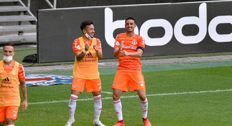 Thiago Galhardo comemora seu 16º gol no Campeonato Brasileiro