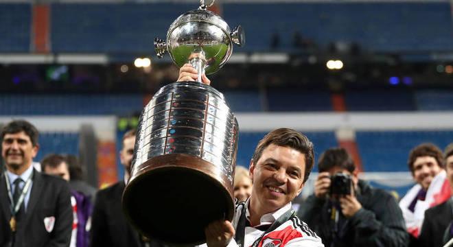 Técnico de 43 anos já ganhou duas vezes a Libertadores. Sabe o caminho