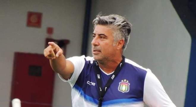 O experiente Alexandre Gallo é o atual técnico do São Caetano