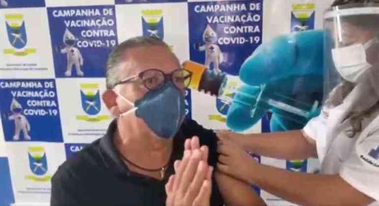 Galvão Bueno. Mesmo vacinado, o narrador, que fará 71 anos, segue em casa