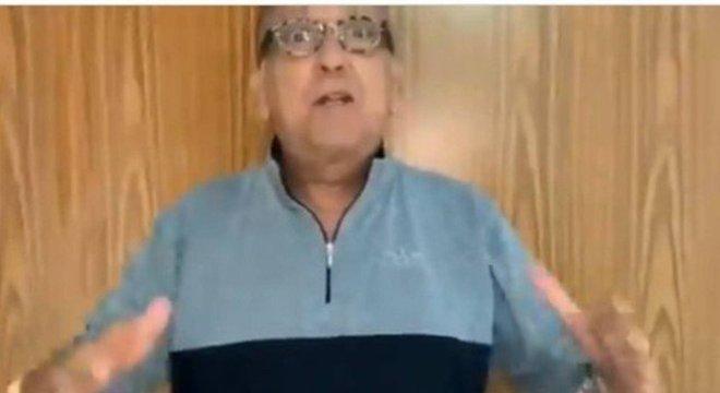O narrador de 69 anos quer transmitir a final do Mundial.  De qualquer maneira