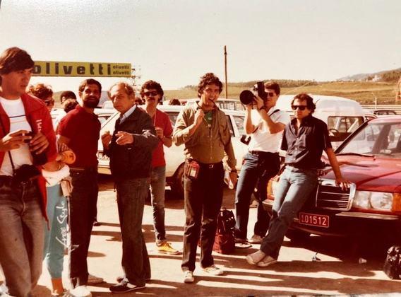 Galvão Bueno acompanhado de Reginaldo Leme e tantos outros jornalistas em Estoril, em 1984