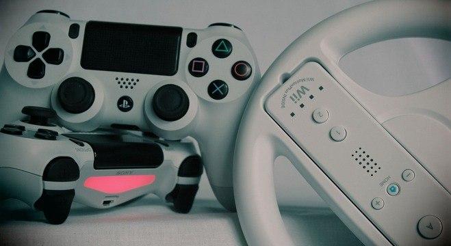 Jogos, consoles e acessórios para comemorar a Semana do Orgulho Nerd passando de fases
