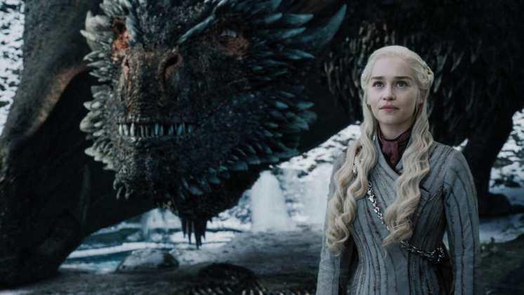 House of the DragonA série derivada de Game of Thrones também sofreu atrasos por conta de um caso de covid-19. O diagnóstico surgiu logo na gravação do episódio piloto da produção. Segundo o The Wrap, todos que tiveram contato com essa pessoa também foram isolados. Ainda não se sabe se a estreia da série será alterada por conta disso