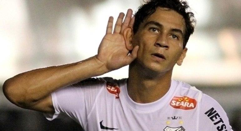 A volta de Ganso, caríssimo reserva do Fluminense,  serviria como escudo no Santos