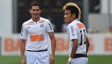 Perto de Neymar, a decadência de Ganso fica mais evidente