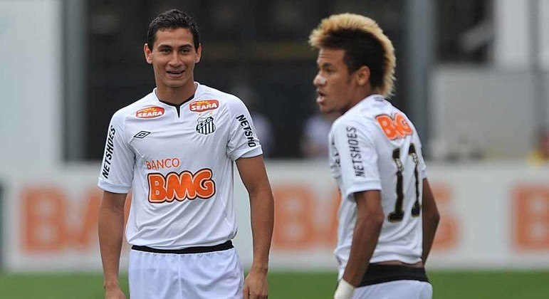 Ganso e Neymar. Por dois anos foi difícil definir quem era o melhor....