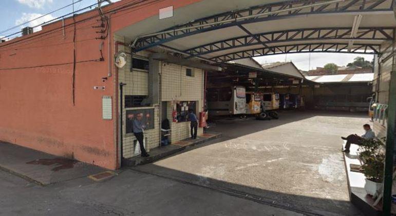 Motoristas fazem paralisação em garagem de empresa de Ferraz de Vasconcelos (SP)