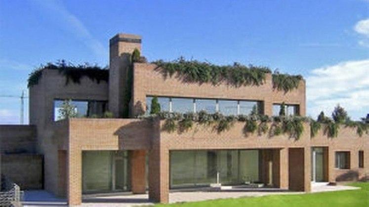 Essa é a atual casa de Gareth Bale em Madri. Ele aluga a mansão do ex-jogador brasileiro Kaka