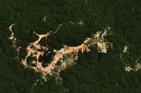 Desmatamento provocado por garimpo perto da Terra Indígena Wajãpi, no Pará
