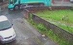 A última ocorrência foi registrada por uma câmera de vigilância da residência e compartilhada pelo tabloide britânico Daily Mail
