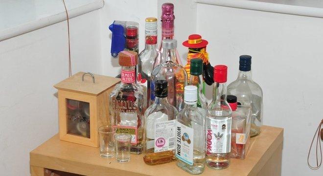 Evidências apresentadas no julgamento sugeriram que Sinaga drogou os homens, dando a eles bebidas 'batizadas'