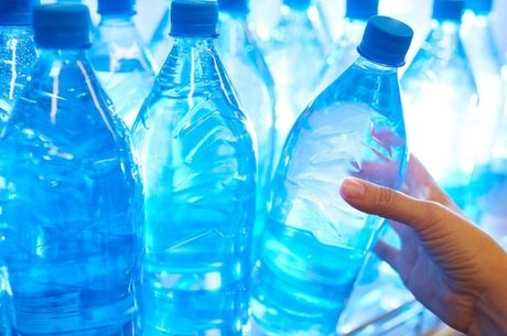 As micropartículas de plástico podem sair das tampinhas das garrafas