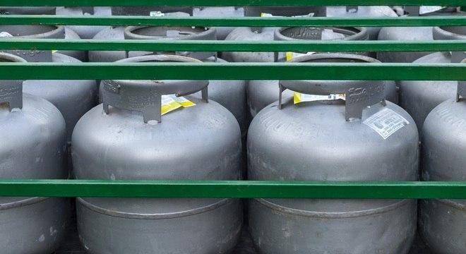 O preço nas refinarias passa a ser de R$ 21,85 para o botijão de 13 quilos (gás de cozinha)