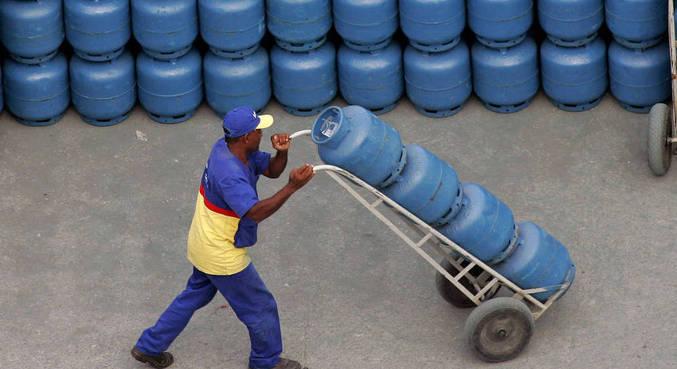 Valor do botijão de 13 kg de GLP (gás liquefeito de petróleo) varia até R$ 40