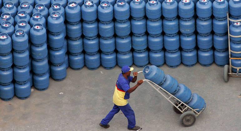 Gás de cozinha será subsidiado pelo governo para famílias de baixa renda