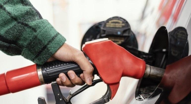 A gasolina sofrerá reajuste de 6,3% e o diesel terá acréscimo de 3,7%