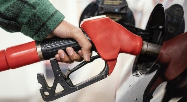 Uso de combustíveis fósseis é uma das atividades que mais geram dióxido de carbono