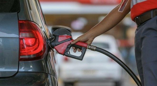Preço da gasolina cai 12% e diesel terá queda de 7,5%