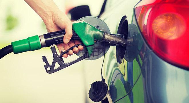 Combustíveis influenciaram a inflação de junho, segundo o IBGE