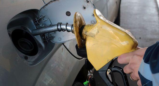 Gasolina terá aumento médio de 5% nas refinarias, informou a companhia