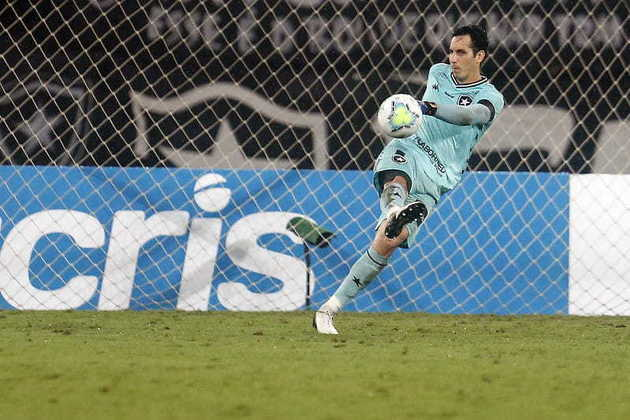 Gatito Fernández (Botafogo) - Goleiro titular do Botafogo, irá servir a seleção paraguaia e desfalcará o clube por três jogos.