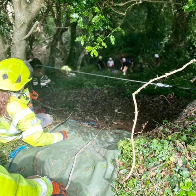 Senhora de 83 anos caiu de barranco de 21 metros difícil de acessar