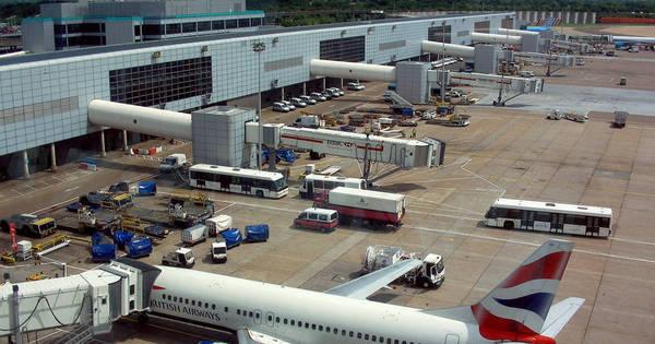 Aeroporto de Gatwick retoma voos após problema na torre de controle
