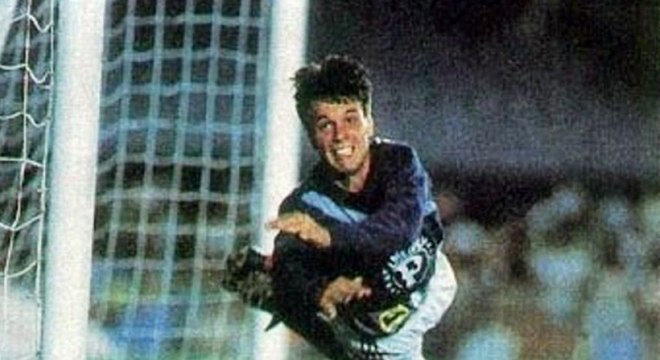 Gaúcho, do Palmeiras, pegou dois pênaltis contra o Flamengo na Copa União de 1988 na época, qualquer empate levava a partida para os pênaltis. Zetti fraturou a perna no jogo.