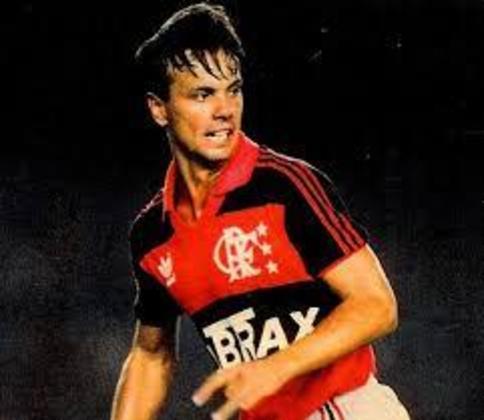 Gaúcho - O atacante foi o goleador em duas edições do Carioca: 14 gols em 1990 e 17 gols em 1991.