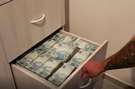Gaveta organizada com R$ 8 milhões em SP