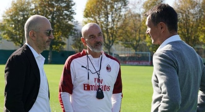 Gazidis, Pioli e Paolo Maldini, num momento de paz